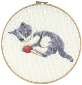 Embroidery kit cute playing kitten and wool, Francien van Westering.