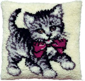 knoopkussen lief katje met rode strik