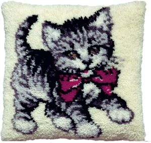 Latch hook cushion kit sweet kitten